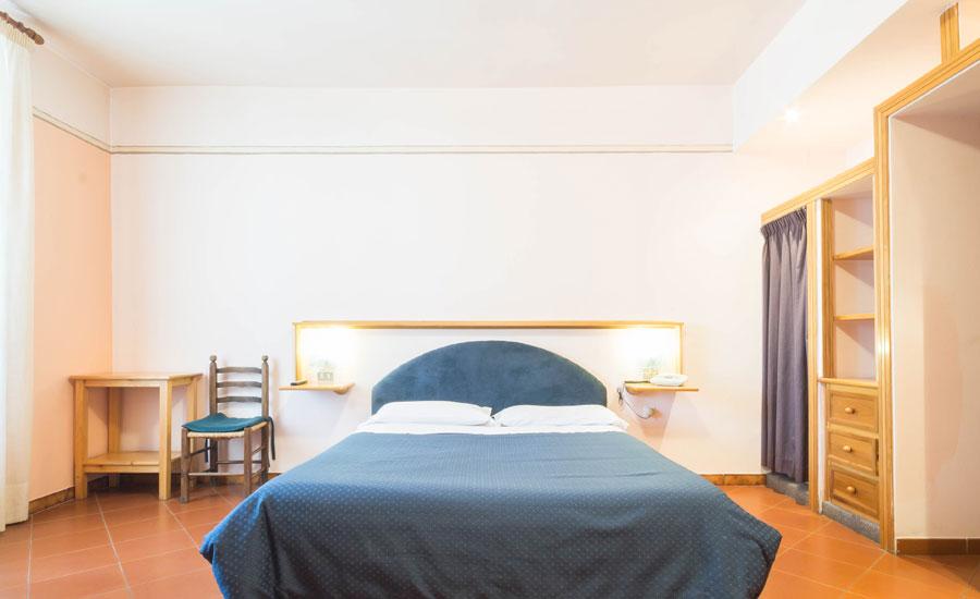 Camere Pescasseroli : Camera tripla hotel stelle in montagna a pescasseroli in abruzzo